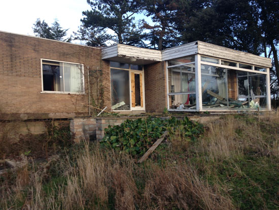 Now derelict: 1960s midcentury modern property in Newark, Nottinghamshire