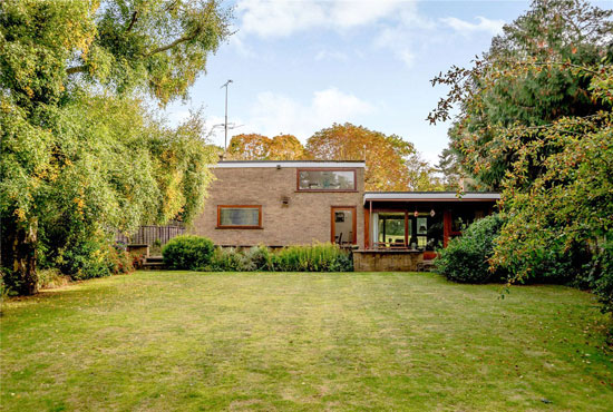 1960s midcentury modern house in Newbury, Berkshire