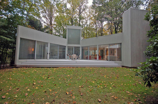 1970s Myron Goldfinger-designed modernist property in West Orange, New Jersey, USA