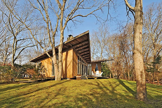 1960s Henry T. Howard-designed The Butterfly House in East Hampton, New York, USA