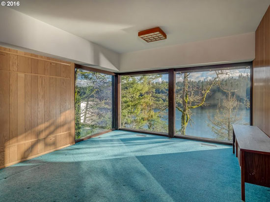 1960s midcentury modern property in Lake Oswego, Oregon, USA