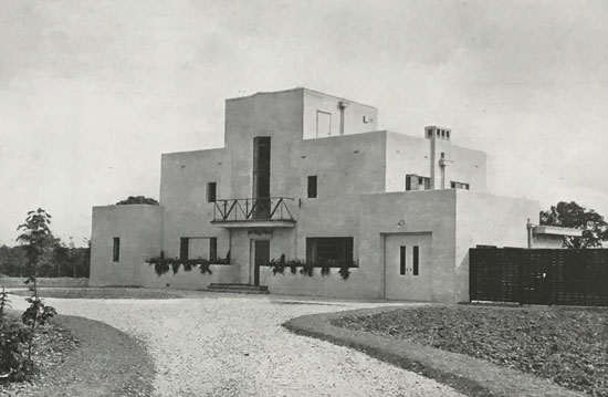 Thomas Tait modern house in Newbury, Berkshire in the 1930s