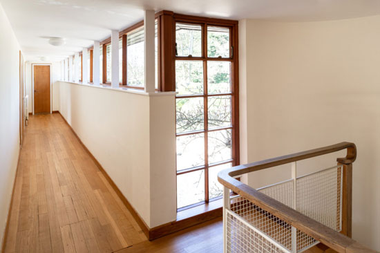 1930s Overshot modern movement house in Oxford, Oxfordshire