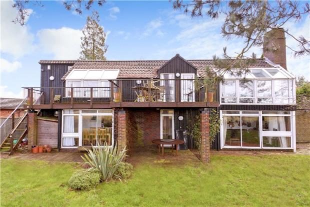 Five-bedroom modernist property in Henley-On-Thames, Oxfordshire