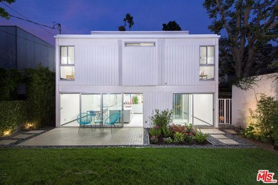 1980s modernism: Pierre Koenig-designed Koenig House 2 in Brentwood, Los Angeles, California, USA