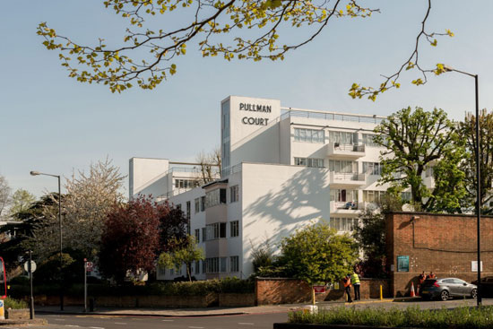 1930s art deco: Apartment in the Frederick Gibberd-designed Pullman Court, London SW2