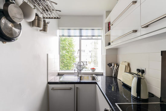 On the market: Apartment in the 1930s Frederick Gibberd-designed Pullman Court in London SW2
