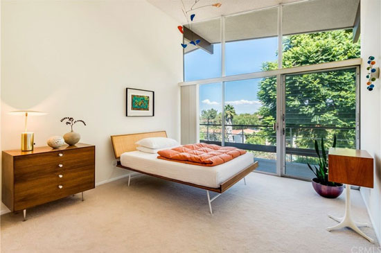 1960s midcentury modern: Young and Remington-designed DeLeeuw Residence in Palos Verdes Estates, California, USA