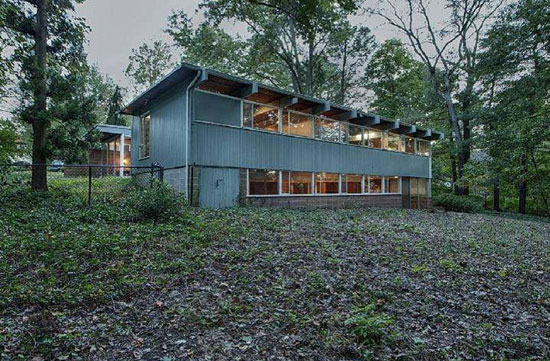 1960s Thaddeus Longstreth-designed modernist property in Yardley, Pennsylvania, USA