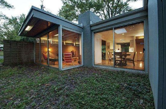 1960s Thaddeus Longstreth-designed modernist property in Yardley, Pennsylvania, USA