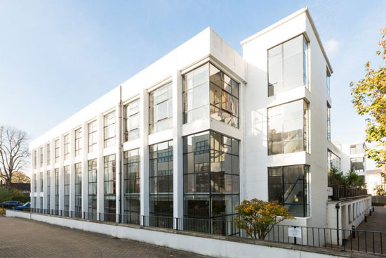On the market: Apartment in the 1930s Sir Owen Williams Pioneer Centre in London SE15