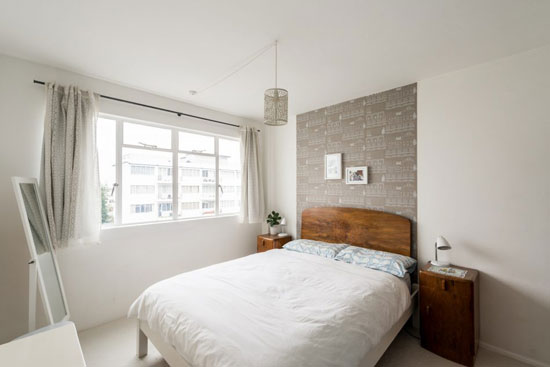 Art deco apartment: Flat in the 1930s Frederick Gibberd-designed Pullman Court, London SW2