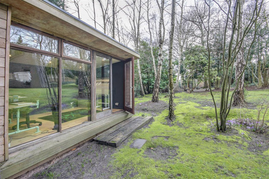 1980s modernist property in Pulborough, West Sussex