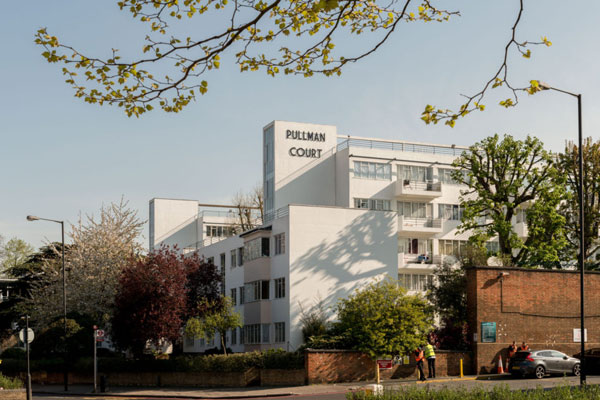 Apartment in 1930s Frederick Gibberd Pullman Court in Streatham Hill, London SW2