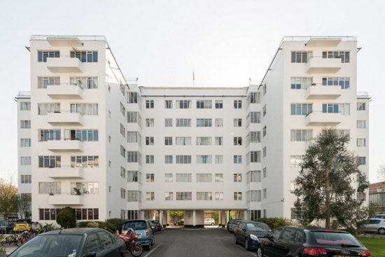 Two-bedroom apartment in the 1930s Frederick Gibberd-designed Pullman Court, London, SW2