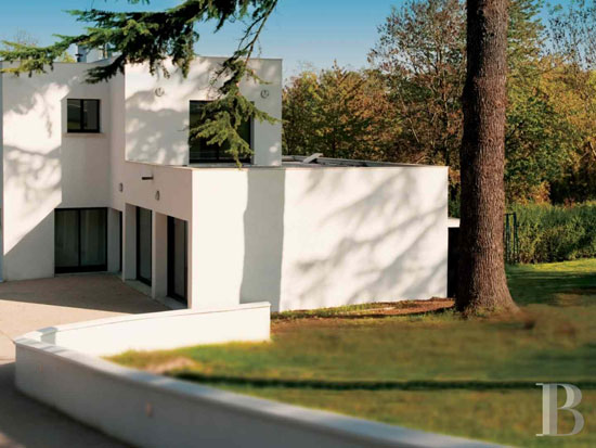 On the market: 1920s Robert Mallet-Stevens-designed modernist property in Yvelines, France