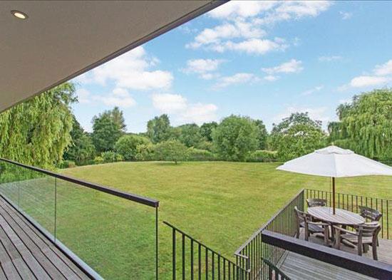 John Pardey waterside modern house in Reading, Berkshire