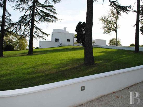 1920s Robert Mallet-Stevens-designed modernist property in Yvelines, France