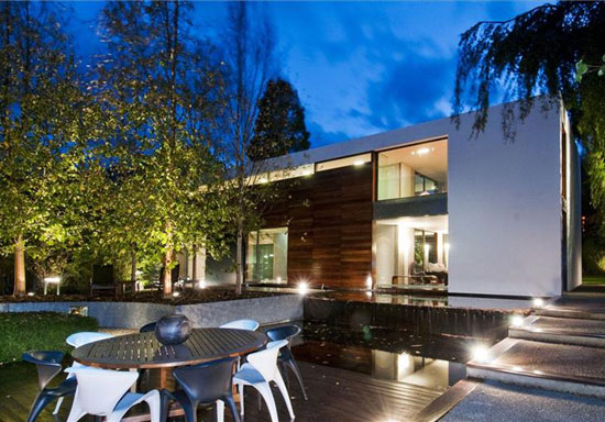 Four-bedroom contemporary modernist property in Radlett, Hertfordshire