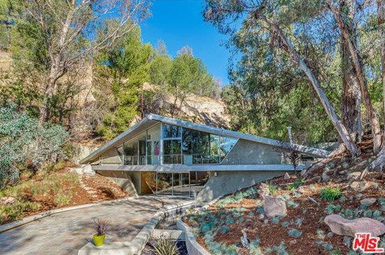 On the market: 1960s Harry Gesner-designed Triangle House in Tarzana, California, USA