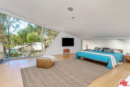 1960s Harry Gesner-designed Triangle House in Tarzana, California, USA