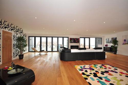 Contemporary modernist-style four-bedroomed property in Rochester, Kent