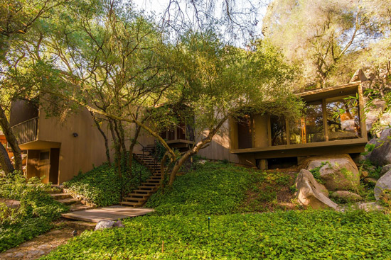 1970s modernist property in Escondido, California, USA