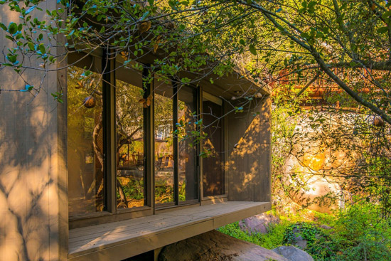 1970s modernist property in Escondido, California, USA