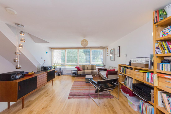 1960s modernist townhouse in London SE19