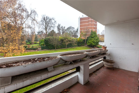 Apartment in 1960s Douglas Stephen and Partners-designed Southwood Park, Highgate, London N6