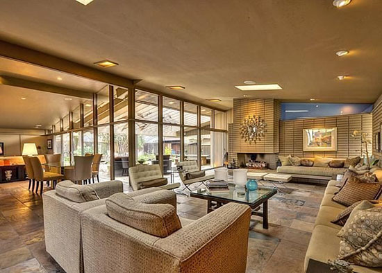 1950s Carter Spark-designed midcentury property in Sacramento, California, USA