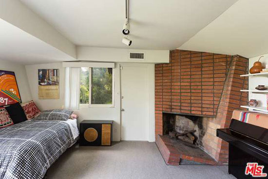 Historic midcentury: 1940s Rudolph Schindler-designed Kallis-Sharlin Residence in Hollywood Hills West, Los Angeles, California, USA