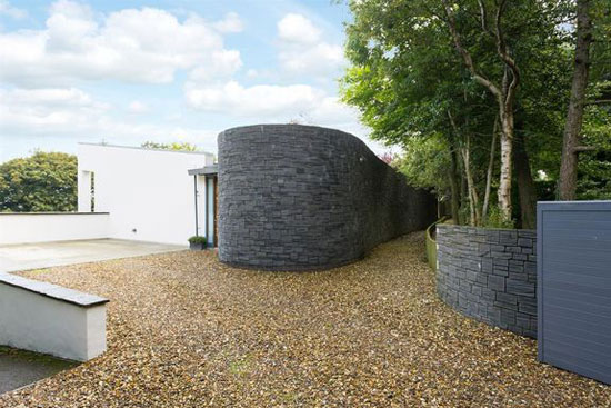High Close contemporary modernist property in Scarborough, North Yorkshire