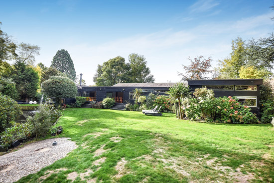 1960s Edward Samuel modernist house in Stanmore, Greater London