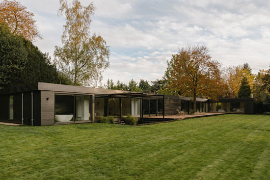 1950s modern house in Stoke Poges, Buckinghamshire
