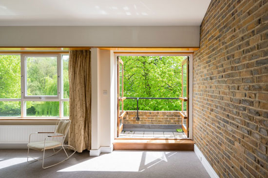 1970s Oxford Architects Partnership-designed midcentury property in Cleave Court, Streatley-on-Thames, Berkshire