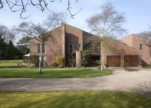 On the market: 1980s modernist five-bedroomed house in Alveston, Stratford-upon-Avon, Warwickshire