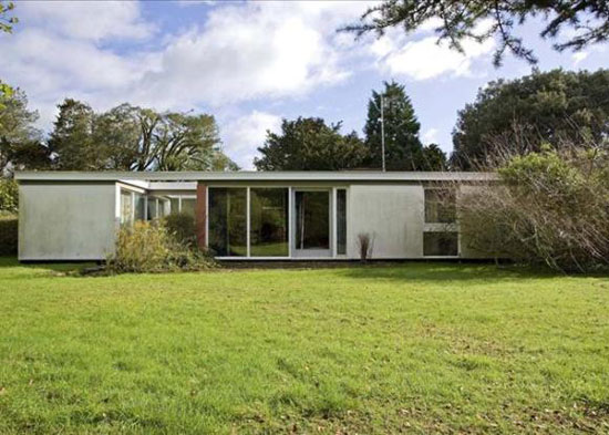 1960s architect-designed single-story property in Alveston, Stratford-upon-Avon, Warwickshire