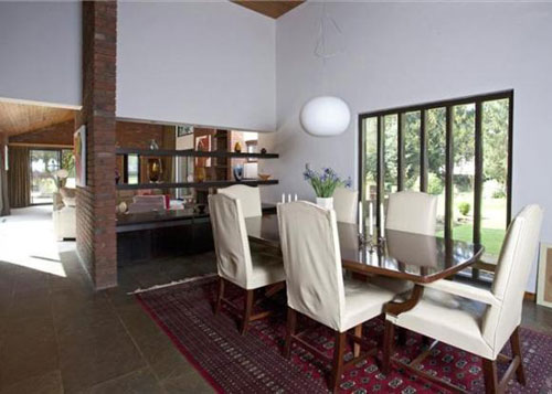 1980s modernist five-bedroomed house in Alveston, Stratford-upon-Avon, Warwickshire