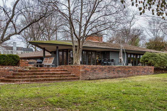 On the market: 1950s Bernoudy-Mutrux-designed Simms house in St. Louis, Missouri, USA