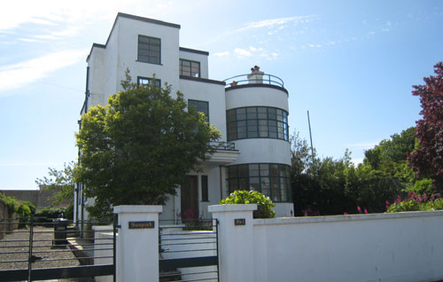 Melville Aubin-designed Sunpark art deco property in Brixham, Devon