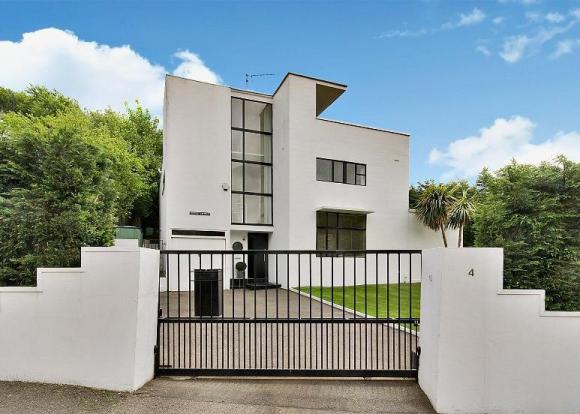 1930s modernism to let: Grade II-listed The First Sun House four-bedroomed house in Amersham, Buckinghamshire