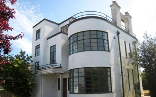 Melville Aubin-designed Sunpark art deco property in Brixham, Devon