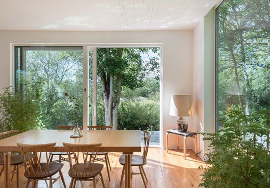 BCDH Architects-designed modernist property in Sunbury-On-Thames, Surrey