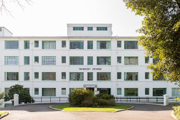 Art deco apartment: Flat in the 1930s George Bertram Carter-designed Taymount Grange in Forest Hill, London SE23