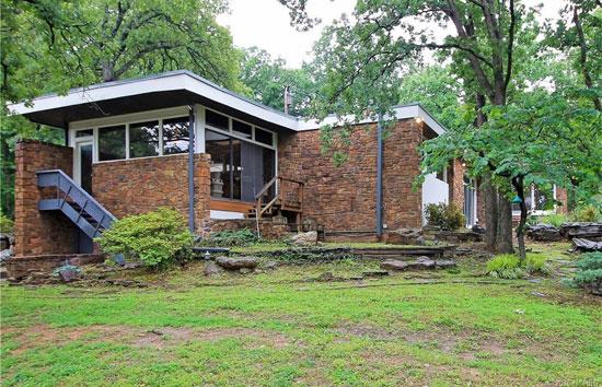 1950s Donald Honn-designed midcentury modern property in Tulsa, Oklahoma, USA