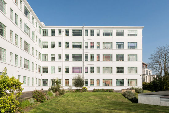 Art deco apartment: Flat in the 1930s Georgr Bertram Carter-designed Taymount Grange in Forest Hill, London SE23