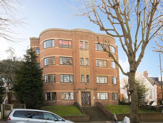 One bedroom art deco apartment in Broadlands, London N6