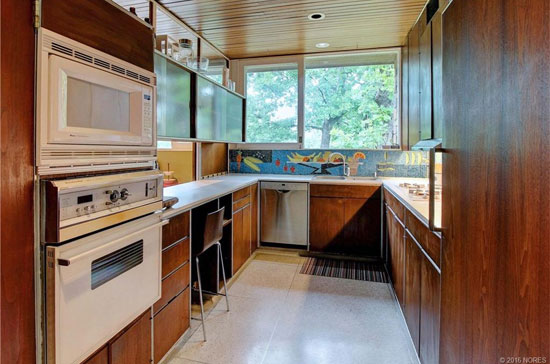 1950s Donald Honn-designed midcentury modern property in Tulsa, Oklahoma, USA