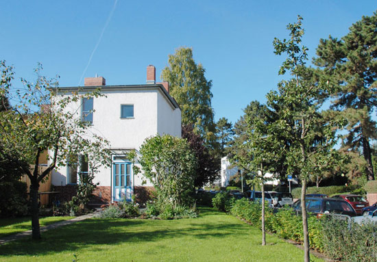 Holiday let: 1920s Bruno Taut-designed modernist property on the Horseshoe Estate in Berlin, Germany